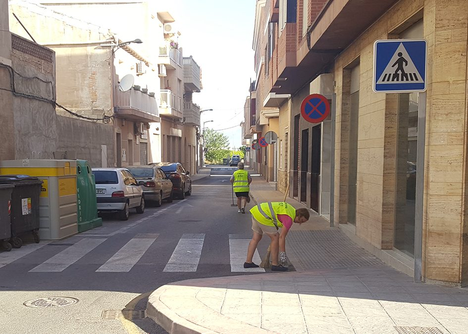Rafal hires fifteen agricultural workers for the cleaning of roads and green areas during the summer period