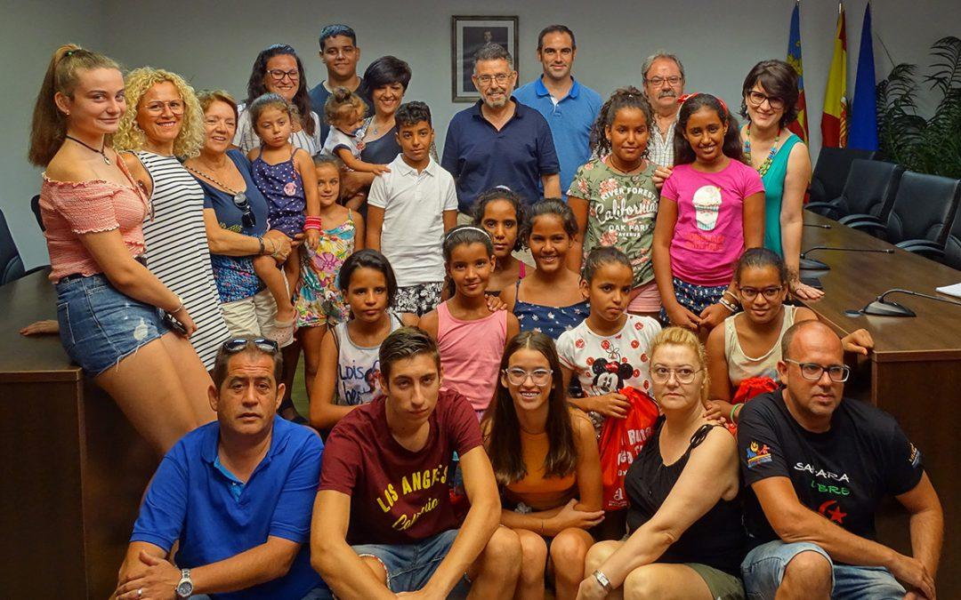 Rafal recibe a más de treinta niños y niñas saharauis que pasan el verano en diversos municipios de la Vega Baja