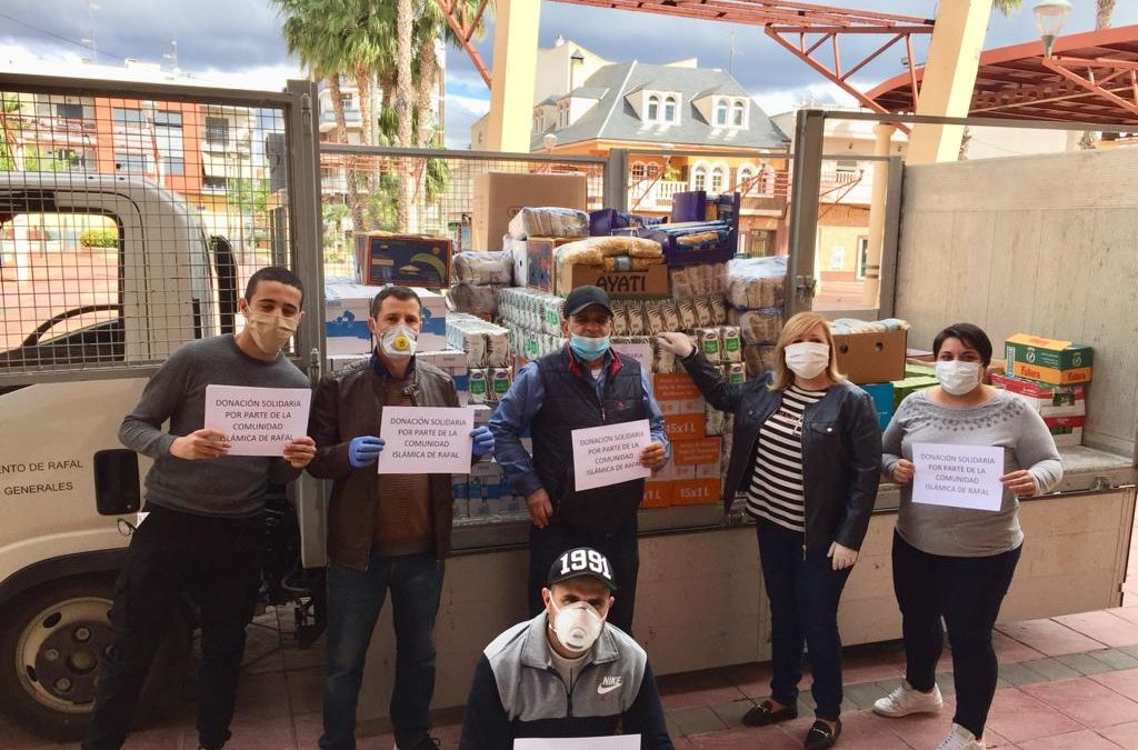 La Comunidad Islámica de Rafal dona 1.500 kilos de productos no perecederos al banco de alimentos municipal