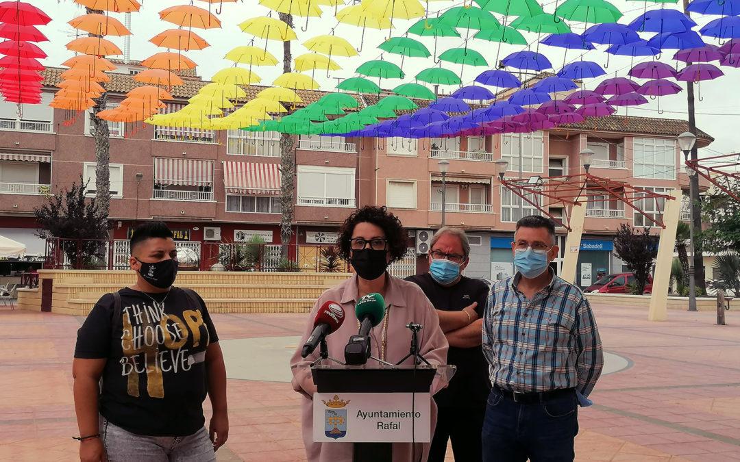 La Plaza de España de Rafal se llena de colorido y música para conmemorar el Día del Orgullo LGTBQ+